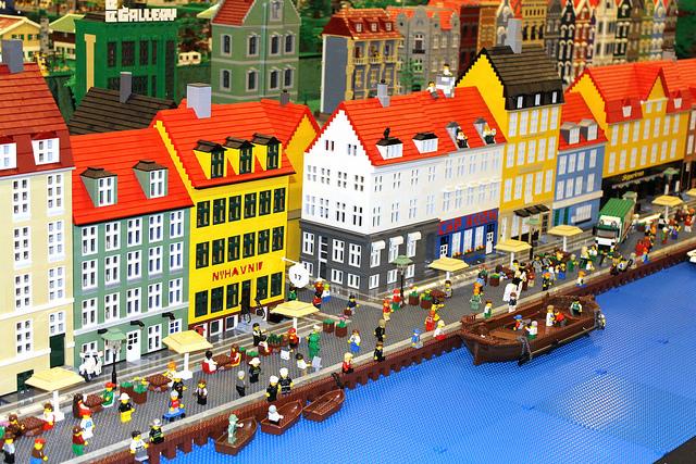 фірмовий магазин Lego