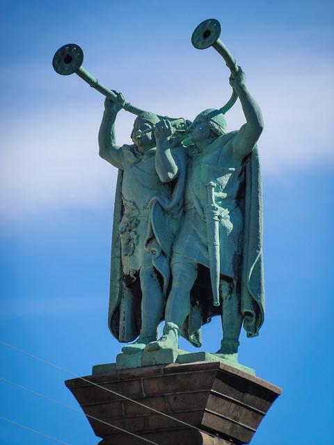 бронзові лури два могутніх вікінга
