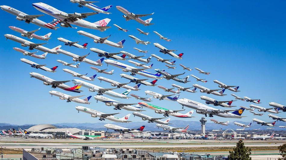 Існує два різновиди рейсів: чартерні і регулярні